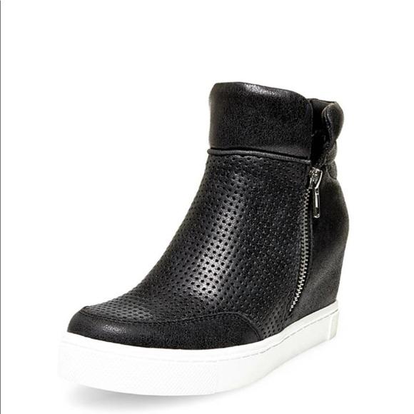 7b27e0291521 Steve Madden Shoes - Steve Madden linqsp leather sneaker booties trendy